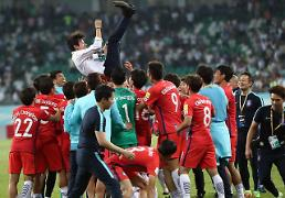.S. Korea coach comes to rescue, looks ahead to World Cup: Yonhap.