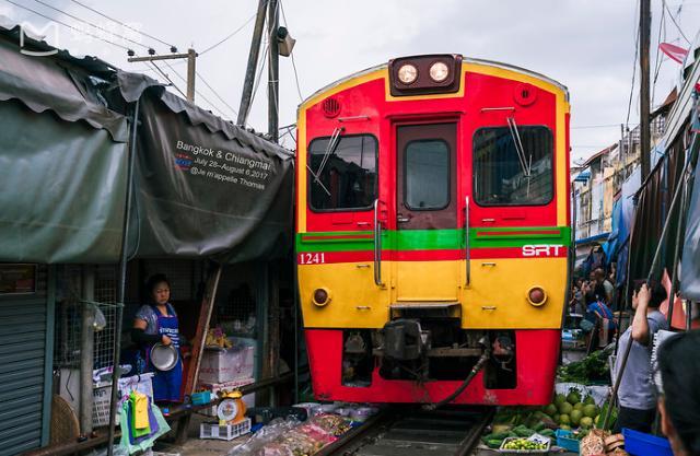 最危险的菜市场——泰国美功铁路市场