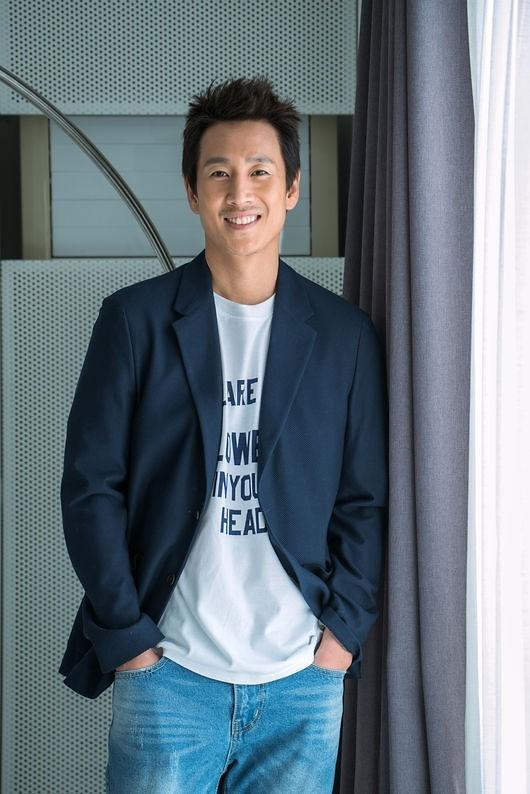 李善均将出演tvN王牌编剧新作《我的大叔》