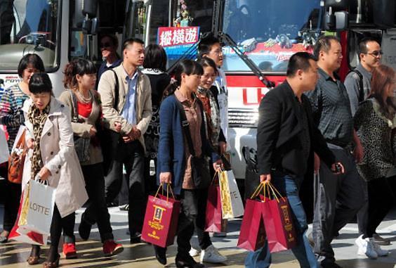 """国庆长假中国人还会来韩国""""买买买""""? 业界愁因萨德业绩持续恶化"""