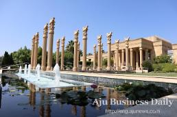 .[AJU PHOTO] Fall weekend getaway at Regal Persian beauty, Darioush Winery in Napa, California.