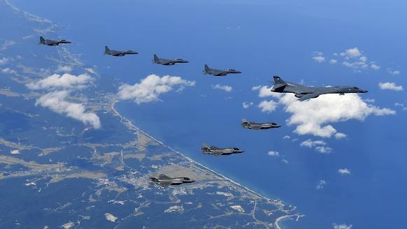 美军F-35与B-1战轰编队再度来韩演习空袭