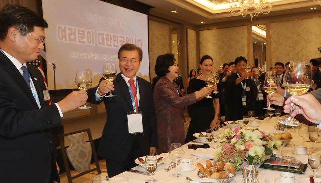 文在寅出席在美韩侨座谈会