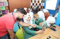 サムスン電子、シリア難民キャンプに「スマートスクール」開所