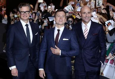 .Angry fans point fingers at actors for ruined premiere event for Kingsman sequel.