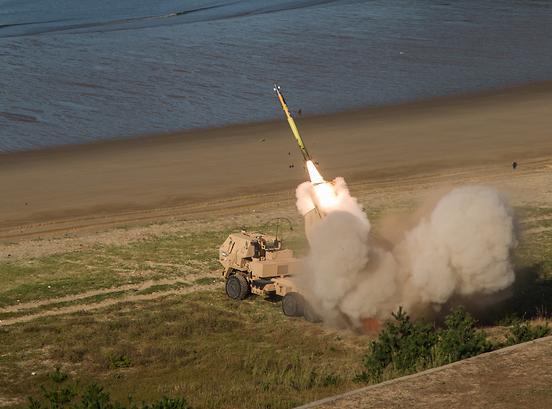 美本土炮兵部队紧急调派韩半岛 与驻韩美军进行联合射击演练