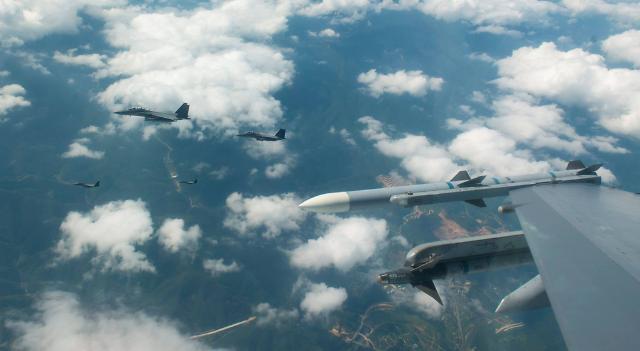 美 전략폭격기 B-1B 정전협정 후 첫 北 공해상 비행…軍, 강화된 대비태세 유지