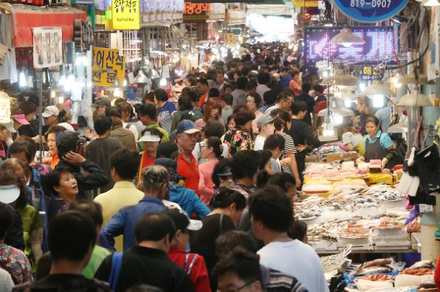 中秋将至 韩传统市场人声鼎沸