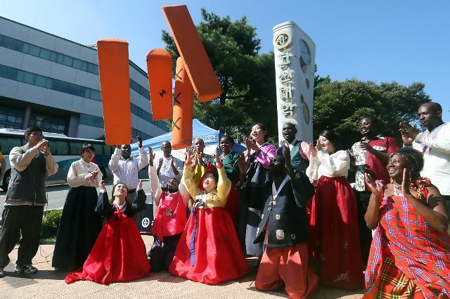 外国留学生体验韩国传统文化