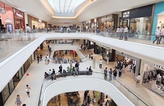 政府向大型流通企业挥起大棒 保护巷子商圈还是会导致消费萎缩?