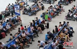 중국 국경절 '황금연휴' 열차 이용객 움직이기 시작