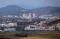 """북한, '개성공단 의류공장 가동설'에 """"공장 더 힘차게 돌아갈 것"""""""