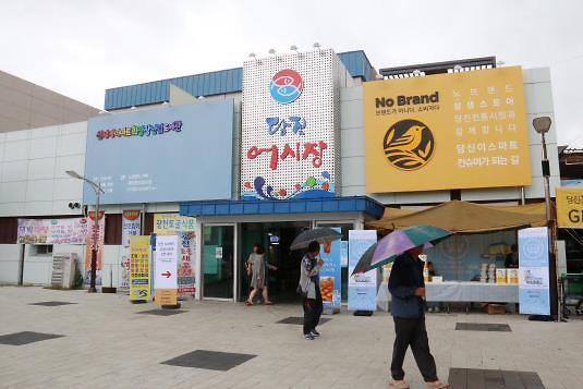 """韩""""No Brand""""品牌为传统市场添活力 共生商店开张促销售大增"""