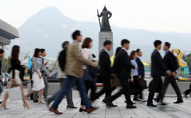 """韩企白领""""贫富差距大"""" 逾四成求职者偏好中小企业"""