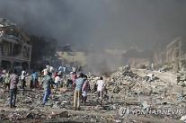 """외교부,소말리아 수도서 최악 폭탄 테러 수백명 사망에""""아직 확인된 한국인 피해자 없어""""초긴장"""