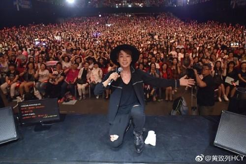 黄致列香港演唱会圆满落幕 与粉丝度美好时光