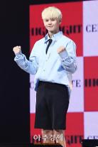 """[아주스타 영상] 그룹 하이라이트 양요섭 """"'어쩔 수 없지 뭐' MV 촬영장, 날씨 더워 애먹었다"""""""