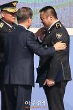 [AJU PHOTO] 마동석, 문재인 대통령도 놀란 팔뚝 (72주년 경찰의 날)