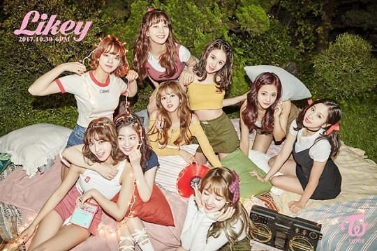 Twice在日人气火爆 首张日文单曲销量即将突破20万张