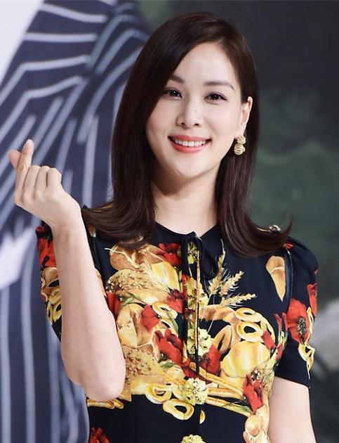 高素荣出道后首次挑战真人秀 出演综艺《幸福美容院》