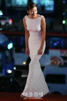 [AJU PHOTO] 최윤소, '밀착 드레스로 드러나는 명품 몸매' (제54회 대종상 영화제)