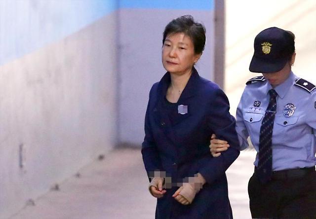 法院为朴槿惠指定5人律师团 审判或于下月中旬重启