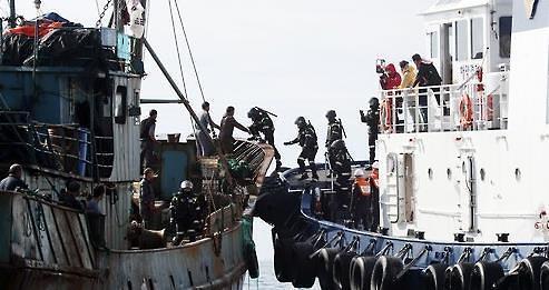 韩海警班组武器镇暴有效 未根治中渔船非法捕捞