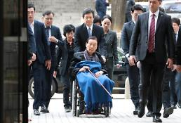 .Prosecutors demand 10-year prison term for Lotte founder (Yonhap).