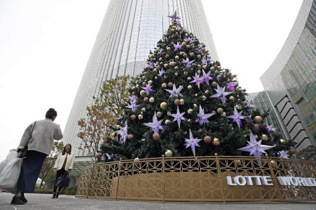乐天世界大厦布置大型灯饰打造城市银河