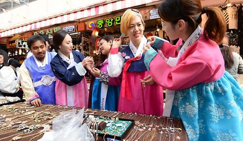 报告:今年访韩外国游客大减 需扩大优惠政策