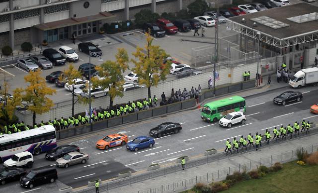特朗普今日访韩 美国大使馆周围增加警力