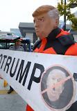 .韩大学生头戴特朗普面具 示威反对其访韩.