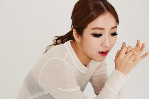 歌手郑仁签约Mystic娱乐 与丈夫赵正治成同门