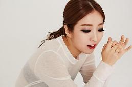 .歌手郑仁签约Mystic娱乐 与丈夫赵正治成同门.