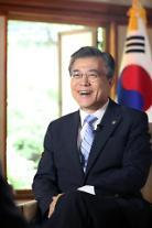 """문 대통령 """"북한 핵·미사일 도발 고도화 시점에 한미연합훈련중단 말할 수 없어"""""""