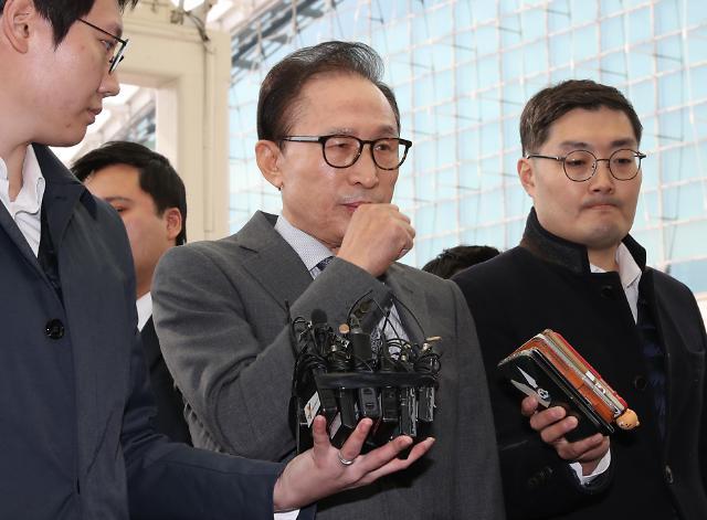 李明博首次公开对现政府表露不满 称积弊清算是披着革新外衣搞政治报复