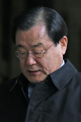 이병기 전 국정원장 검찰 출석
