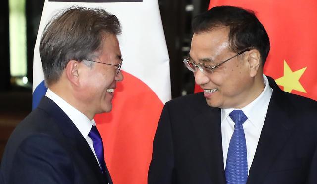 文在寅李克强就韩中关系发展重要性达成共识