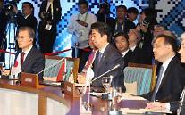 문 대통령, 아세안+3 정상회의 참석…'한중일 협력 정상화' 강조