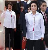 """.韩国第一夫人""""时装外交""""获赞 韩式元素无处不在."""