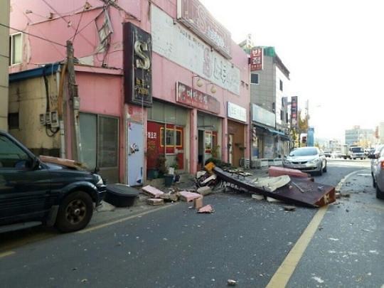 韩浦项地震已致39人受伤 受灾规模持续扩大