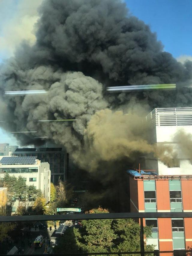 首尔教大施工现场发生火灾