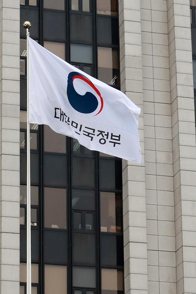 [단독] 정부청사 특수경비원 용역 500명 '非' 떼기 난항