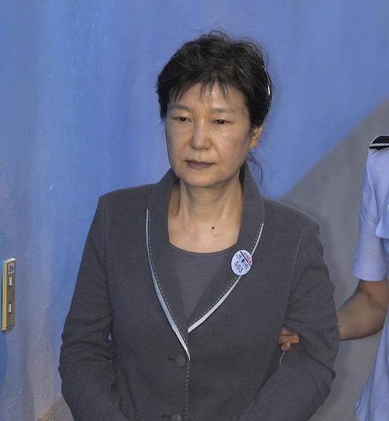朴槿惠涉贿案27日继续庭审