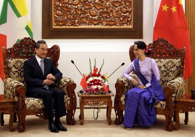 [영상중국] 왕이 부장 아웅산 수치 만나...'중국과 미얀마는 친구'