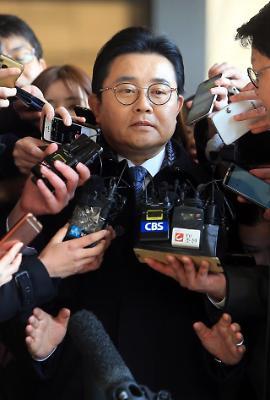 검찰 출석하는 전병헌 전 청와대 정무수석