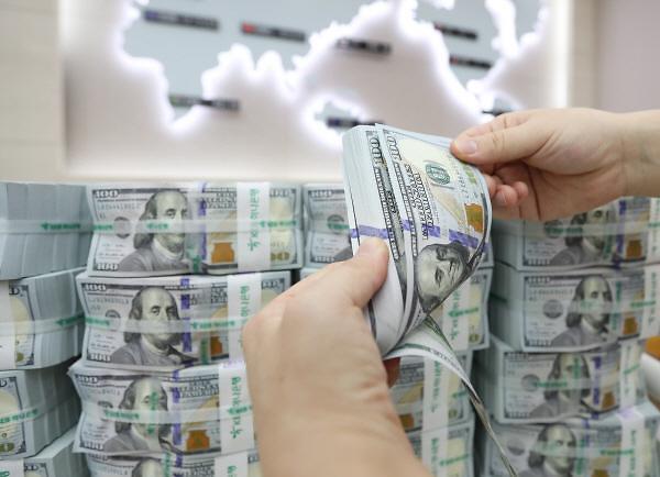 韩元对美元汇率持续下滑 明年三季度将跌至1080韩元