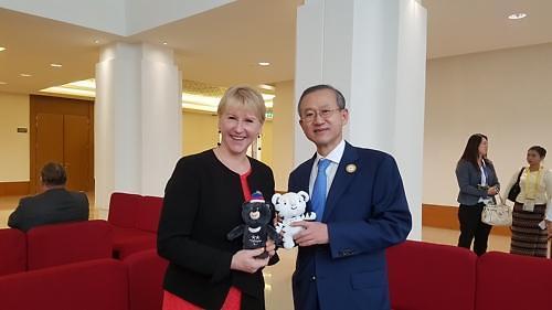 韩副外长在亚欧外长会会见多国外长