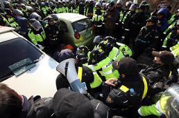 .韩星州萨德基地警民冲突多人受伤.