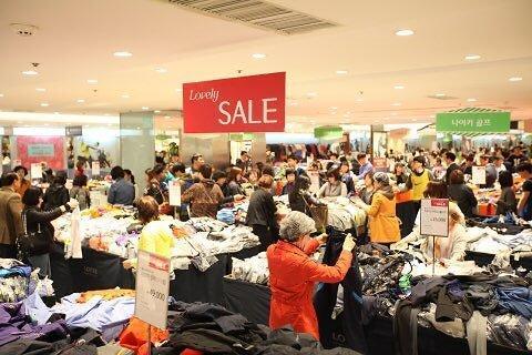 流通界推大型促销 韩国进入购物狂欢模式